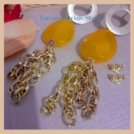Brinco com Pedra Natural Jade Amarela e Correntes - Banho Ouro 18K - Semijoia de Luxo