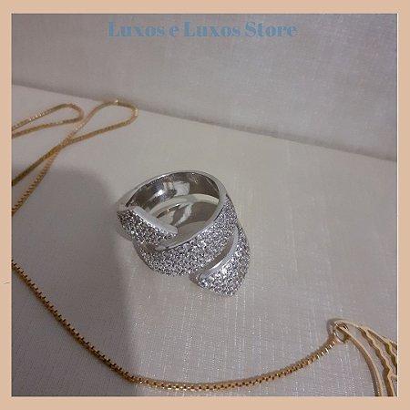 Anel Formato Espiral com Cravação em Zircônia Cristal - Banho Ródio Branco - Semijoia de Luxo
