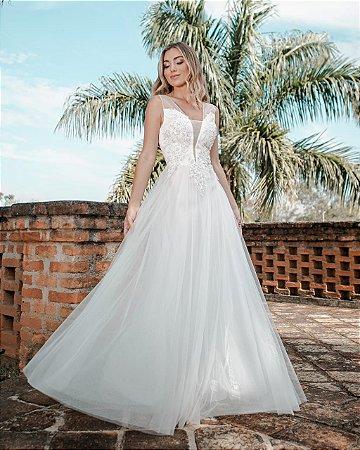 Vestido de Noiva Decote e Flores