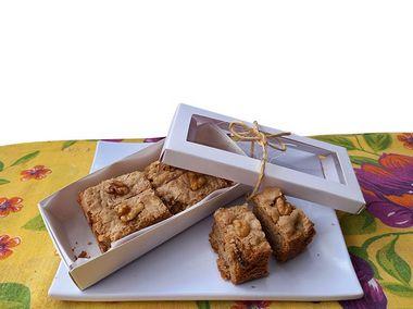 Brownie Loirinho com gotas de chocolate branco e nozes