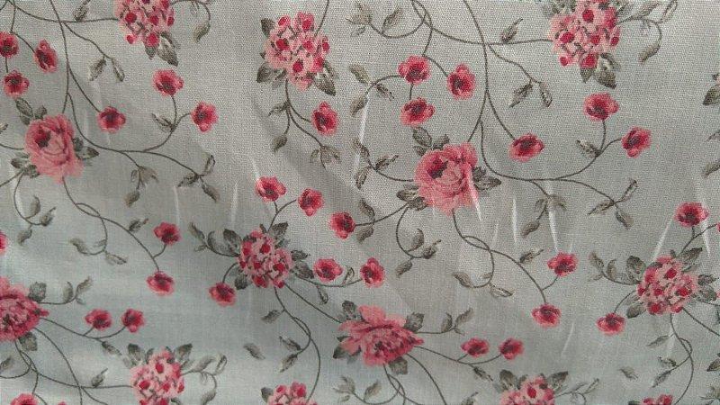 Tecido 100% algodão - Estampa Flores Pequenas Rosas Com Fundo Cinza - 0,50 metro
