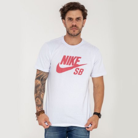 Camiseta Nike SB branca logo vermelho