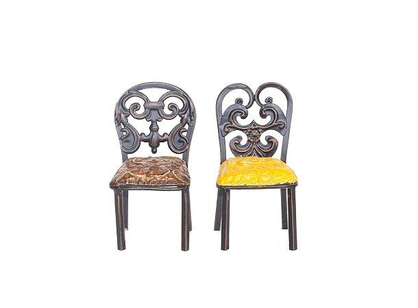 Cadeiras mini laranja e marron