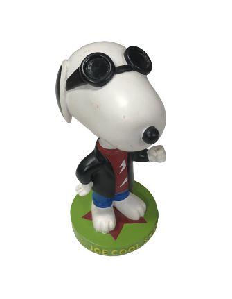 Snoopy com paletó e óculos