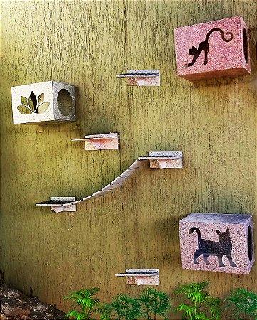 Kit com 03 nichos, 03 prateleiras e 01 passarela com ponte de corda em material reciclado para área externa
