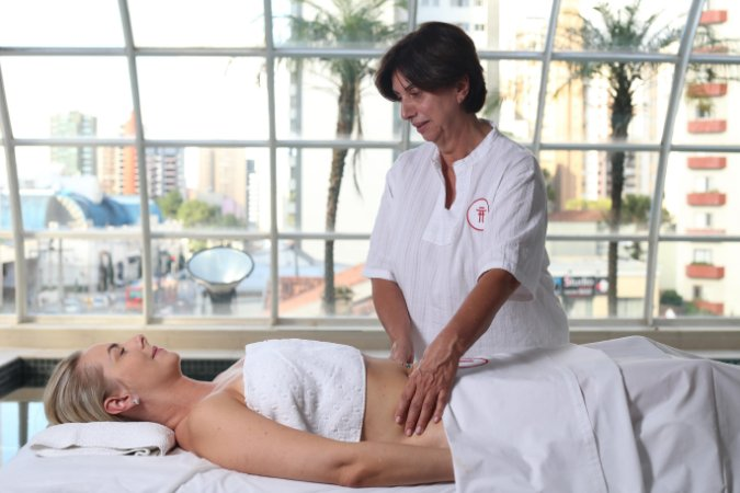 Vale Massagem - Terapia de 2h - Spa Tereza Zanchi e Torii Pátio Batel