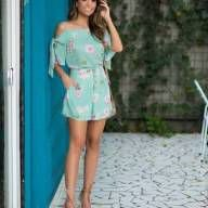 Shorts floral com abotoamento