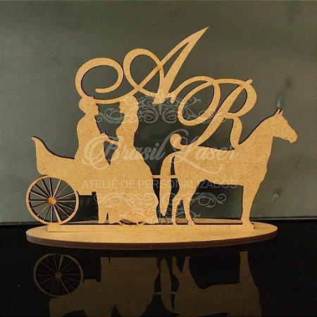 Topo De Bolo Casal na charrete e cavalo  - Tamanho 20cm (maior lado da peça) - Cor à Escolher