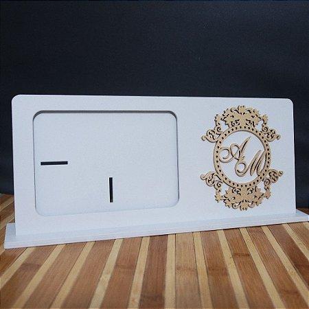 Porta Retrato com Monograma Com as Iniciais dos Noivos