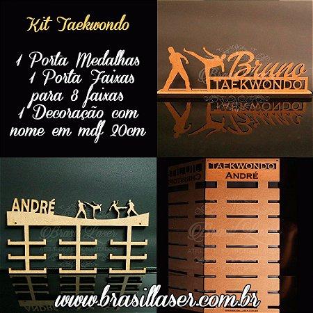 Kit Promocional 1 Porta Faixas com 8 espaços + 1 Porta Medalhas + 1 Decoração com nome 20cm