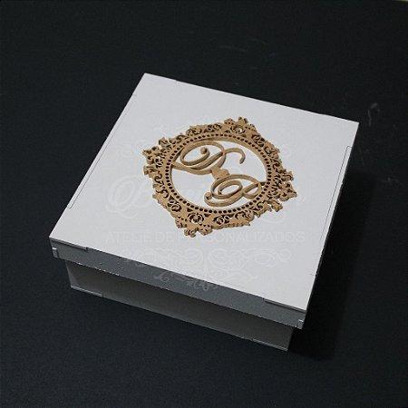 Caixinha Branca com Brasão Dourado tamanho 15x15x5 Personalizada