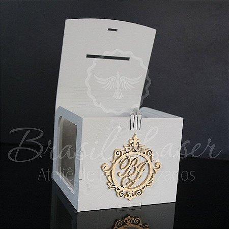 Cofrinho da Gravata para Casamento Branco com Brasão Dourado
