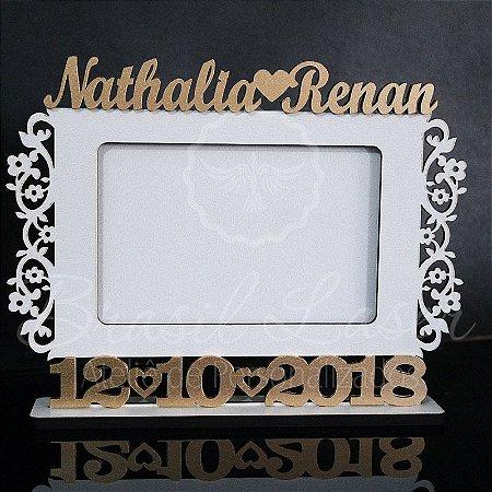 Porta Retrato Branco com Dourado foto 10cmx15cm Personalizado no nome do Casal e Data