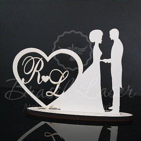 Topo de Bolo Casal com a Noiva com Cabela Crespo/Afro - Tamanho com 14 cm (maior lado da peça) - Cor à Escolher