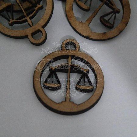 1 Medalhinha de Formatura de Direito Para Convite em Mdf  Pintado ou Cru - Ver opções dentro do anúncio - Quantidade Mínima : 10 Unidades