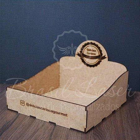 50 Expositores de Brownie / Alfajor / Palha Italiana / Cake / Pão de Mel com 20x20cm em Mdf com logomarca gravada