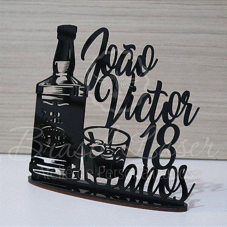 Topo De Bolo 18 Anos Whisky - Tamanho com 20cm (maior lado da peça) - Cor à Escolher
