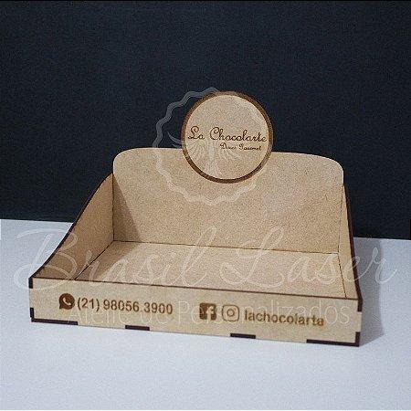 1 Expositores de Brownie / Alfajor / Palha Italiana / Cake / Pão de Mel com 22x20cm em Mdf com logomarca gravada