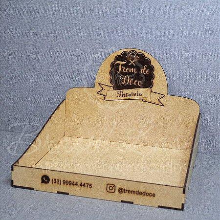 1 Expositores de Brownie / Alfajor / Palha Italiana / Cake / Pão de Mel com 24x24cm em Mdf com logomarca gravada