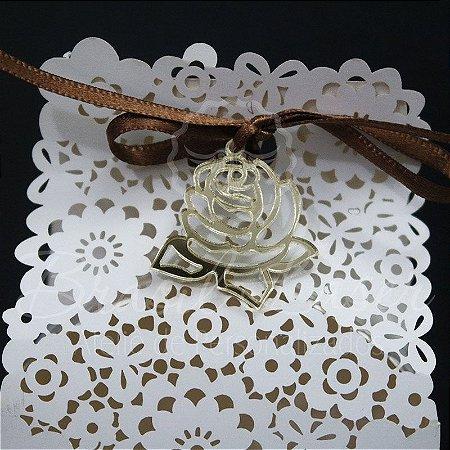 1 Medalhinha FLOR em Acrílico para lembrancinha / Bem Casado / Bem Vivido - Várias Cores - Personalizado - Ver opções dentro do anúncio - Quantidade Mínima : 10 Unidades iguais