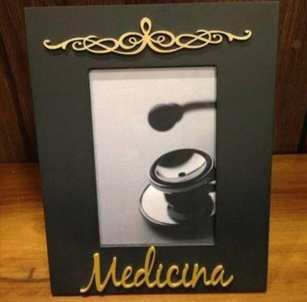 20 Porta Retratos Pintados de Preto com nome Medicina Dourado