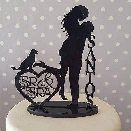 Topo De Bolo Sr e Sra Casal com Cachorro - Tamanho com 20cm (maior lado da peça) - Cor à Escolher