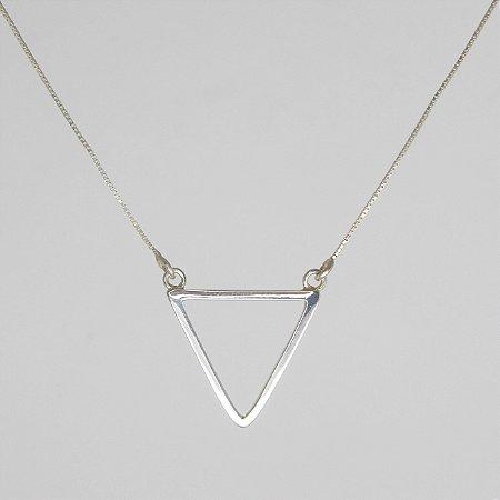 colar com pingente de triangulo