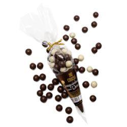 Cone de chocolate branco com drágeas