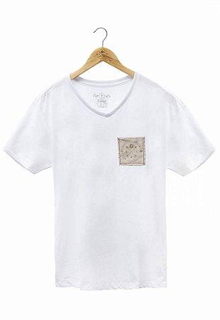 Camiseta Brasão Bolso Branca