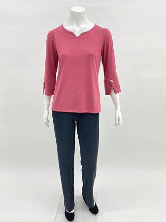 Blusa P.V básica manga ¾ com punho e botão