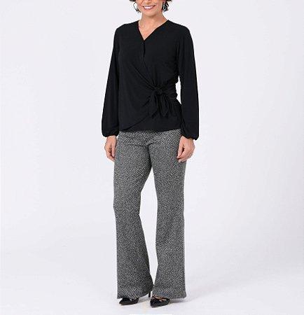 Blusa malha collete lisa transpassada com nó lateral