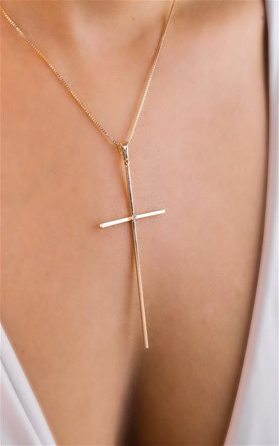 Colar cruz lisa com uma zircônia no meio