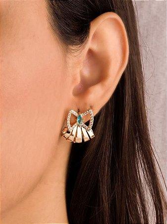 Brinco ear hook estilo leque com base de  laço cravejado de zircônia com zircônia azul