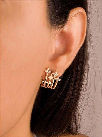 Brinco ear hook com estrelas cravejadas de zircônias e uma lisa