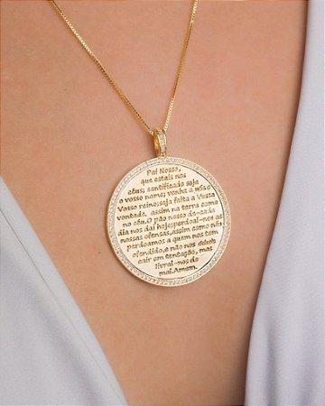 """Colar com medalha de """"Pai Nosso"""" cravejado de zircônias"""