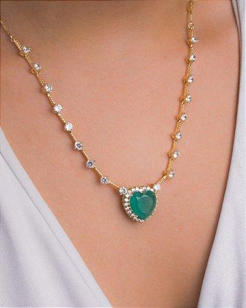 Colar coração verde rodeado de zircônias cristais