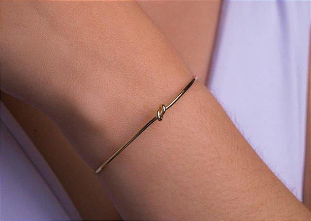 Pulseira bracelete com nó