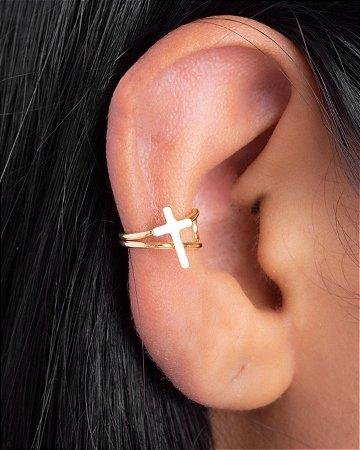 Piercing com cruz