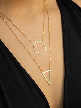 Colar com triângulo e circulo vazado