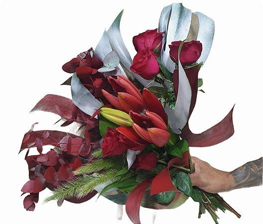 Bouquet de rosas com lírios