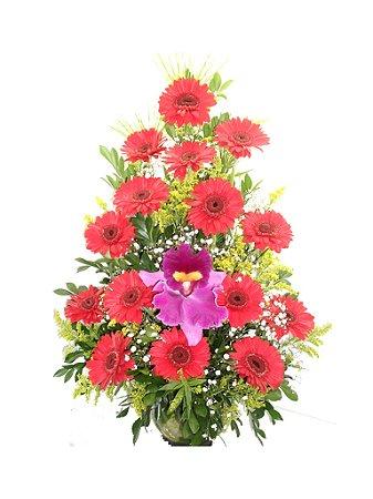 Ikebana de gerberas vermelhas com Orquidea