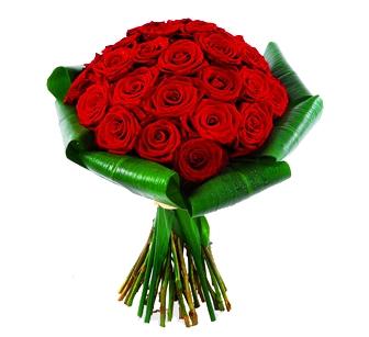 Bouquet 24 rosas na folhagem