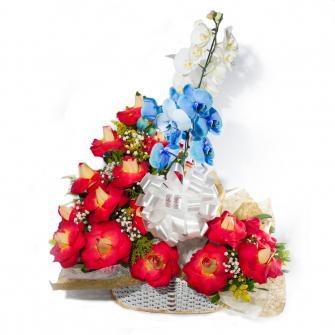 Maravilhosa Cesta de Rosas Colombianas e Orquídeas Azuis e Branc