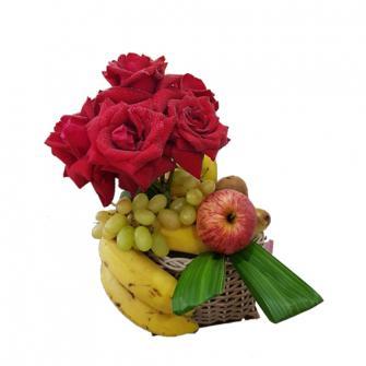 Topiara de Rosas Vermelhas com frutas