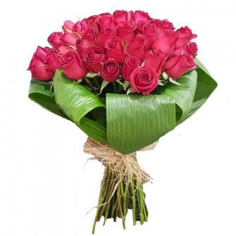 Bouquet com 50 Rosas Vermelhas