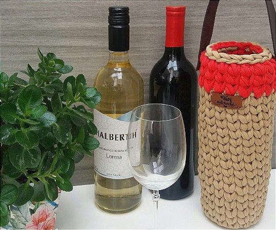 Porta bebida/vinho em crochê com alça em courino