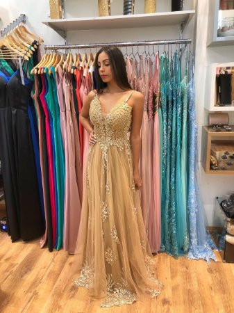 Vestido longo dourado com aplicações e bordados