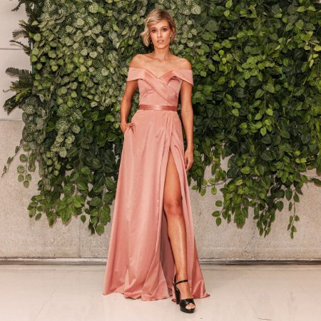 Vestido longo rosa queimado ombro a ombro com fenda