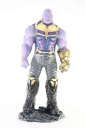 Thanos Grande Action Figure em Resina