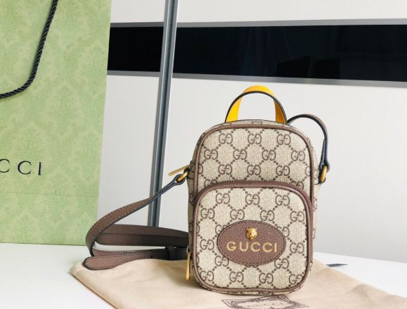 "Porta Celular Gucci GG Supreme ""Brown"""